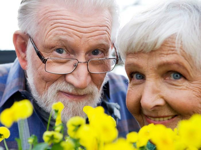 Картинки по запросу пожилой счастливый человек фото