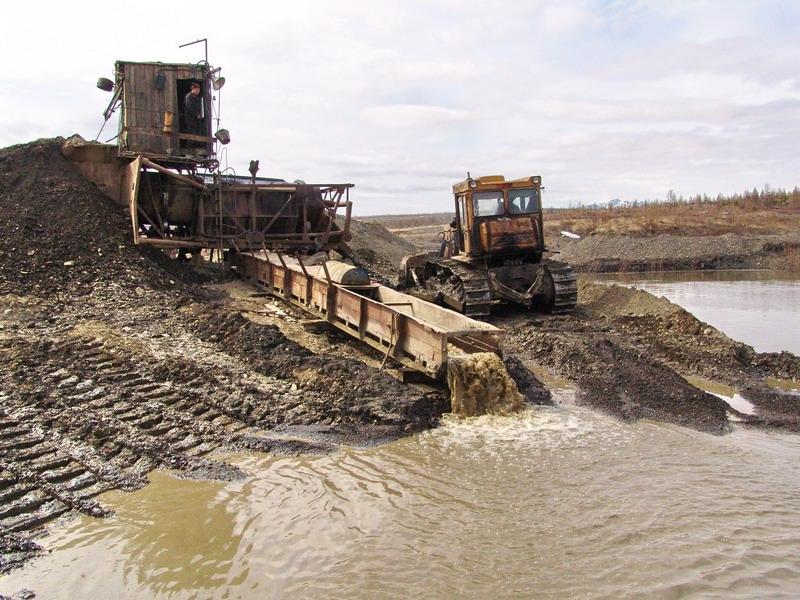 """В Амурской области работа прииска """"Дамбуки"""", загрязняющего реку, приостановлена"""